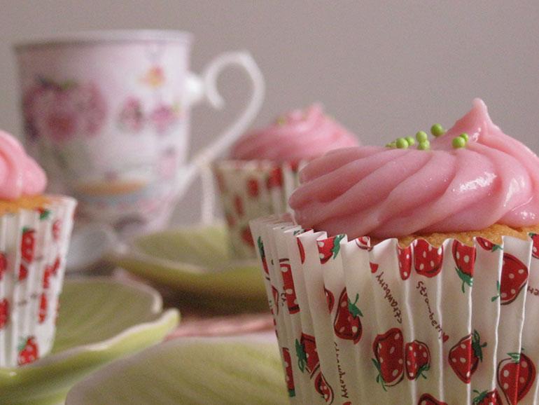 Çilek Reçelli Cupcake