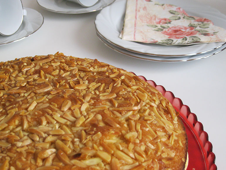 Ballı Bademli Pasta